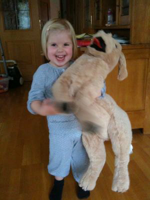 Diesen Riesenhund hat die Schnullerfee gebracht!